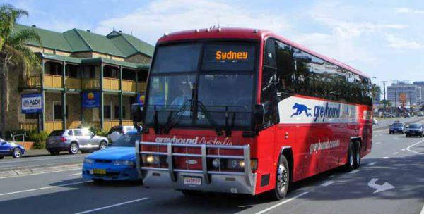 オーストラリアで航空券や長距離バスを予約する