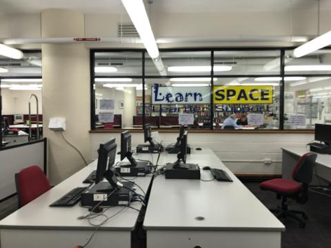 TAFE図書館1階